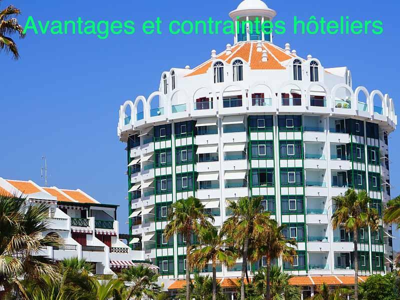 avantages et contraintes hôteliers