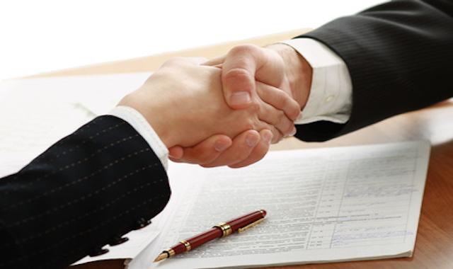Des partenaires financiers qui se serrent la main !