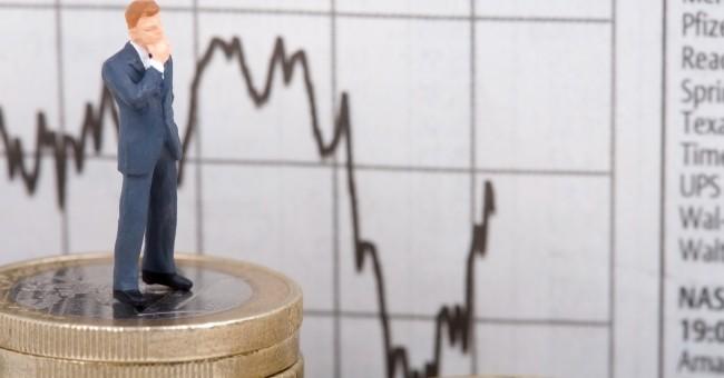 Faut-il investir en bourse quand les marchés baissent?