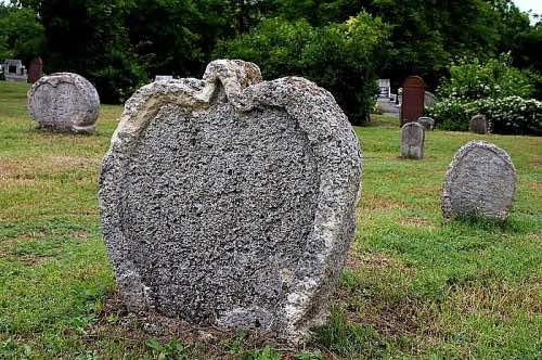 pierres tombales Hongrie forme de coeur
